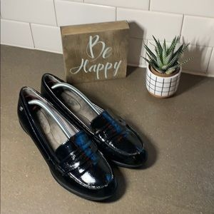 Women's life stride black patent loafers size 11